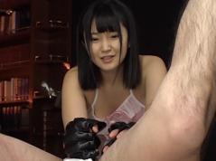 ロリ巨乳 浅田結梨 初責め M男を空手でボコボコついでに飲尿